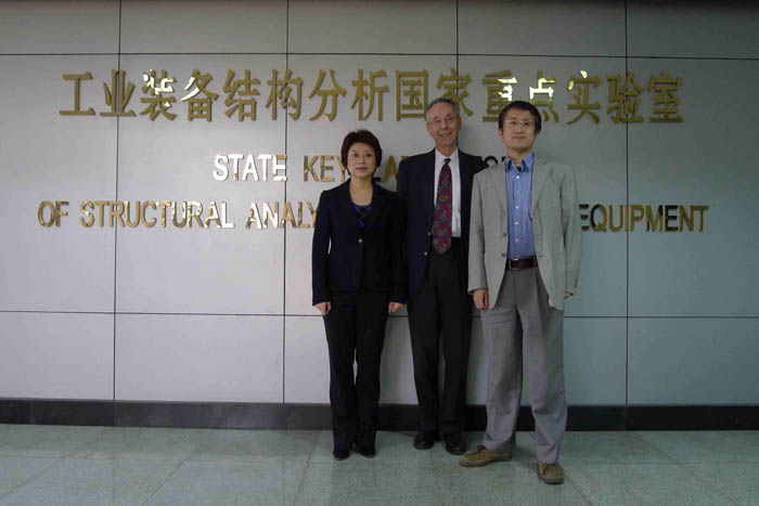 Prof. Zhan KANG (right) with ATIP's David Kahaner and ATIP China's Debbie CHEN at Dalian University of Technology in Dalian, China